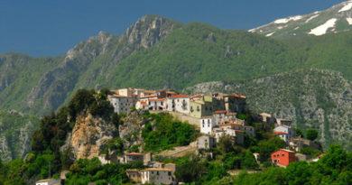 Domenica 12 Luglio Un tuffo nel verde lago di castel San Vincenzo (IS )